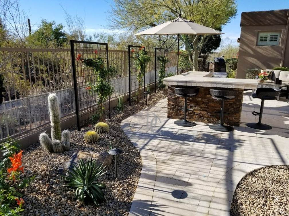Pale paving on this Scottsdale travertine patio makes the dark split-face veneer on the L-shaped dry bar look fantastic. The bar counter is the same travertine as we used for patio pavers.