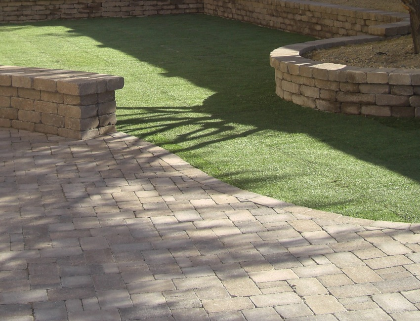 Phoenix - Scottsdale, Arizona Lawns: desert-bred lawn grass and synthetic turf
