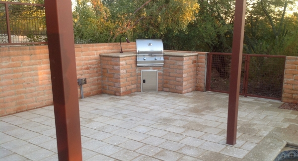 Keeping the most patio space possible, we blended this handsome brick built-in grill right into the privacy wall. Matching brick too.