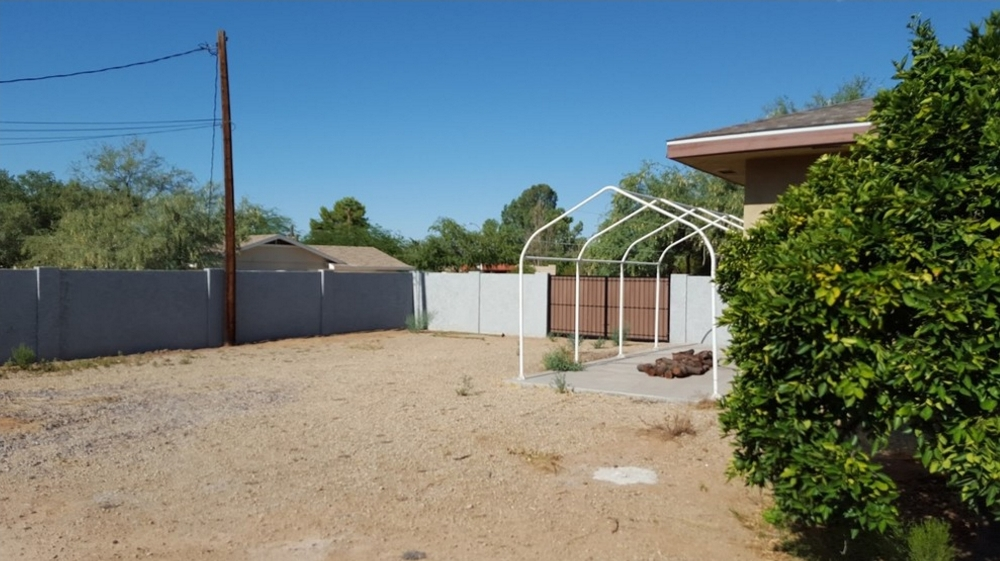 Before this client called us about backyard putting greens, their Scottsdale landscaping back there looked like a wasteland.