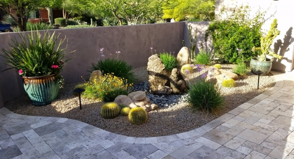 The perfect water-conscious outdoor fountain. Scottsdale, AZ bubbler rocks don't have an exposed reservoir basin, protecting the water from both sun and heat.