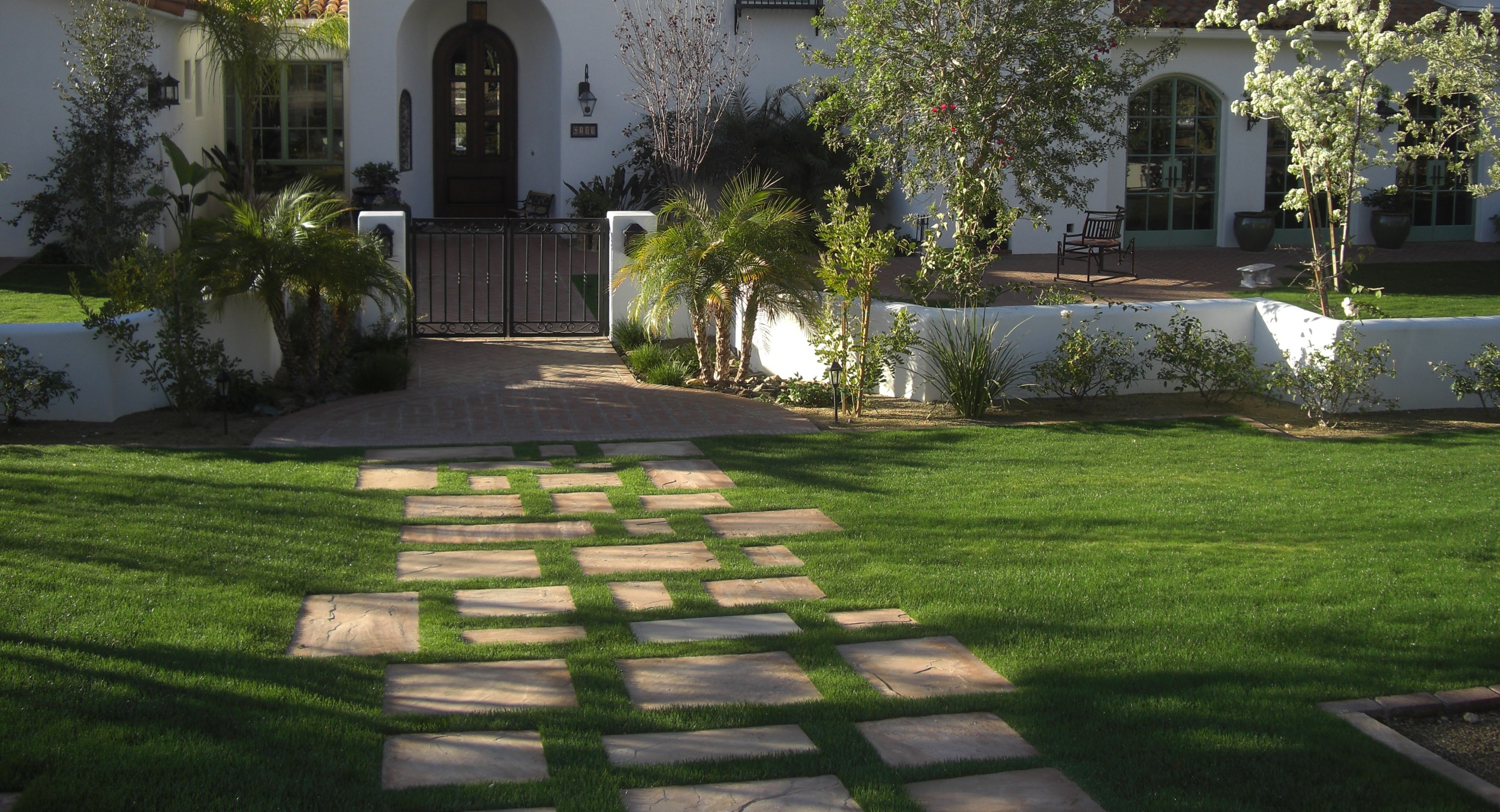 We loved helping this client turn their property into a lush oasis. Expansive Paradise Valley lawns cover a great deal of this large residential property.