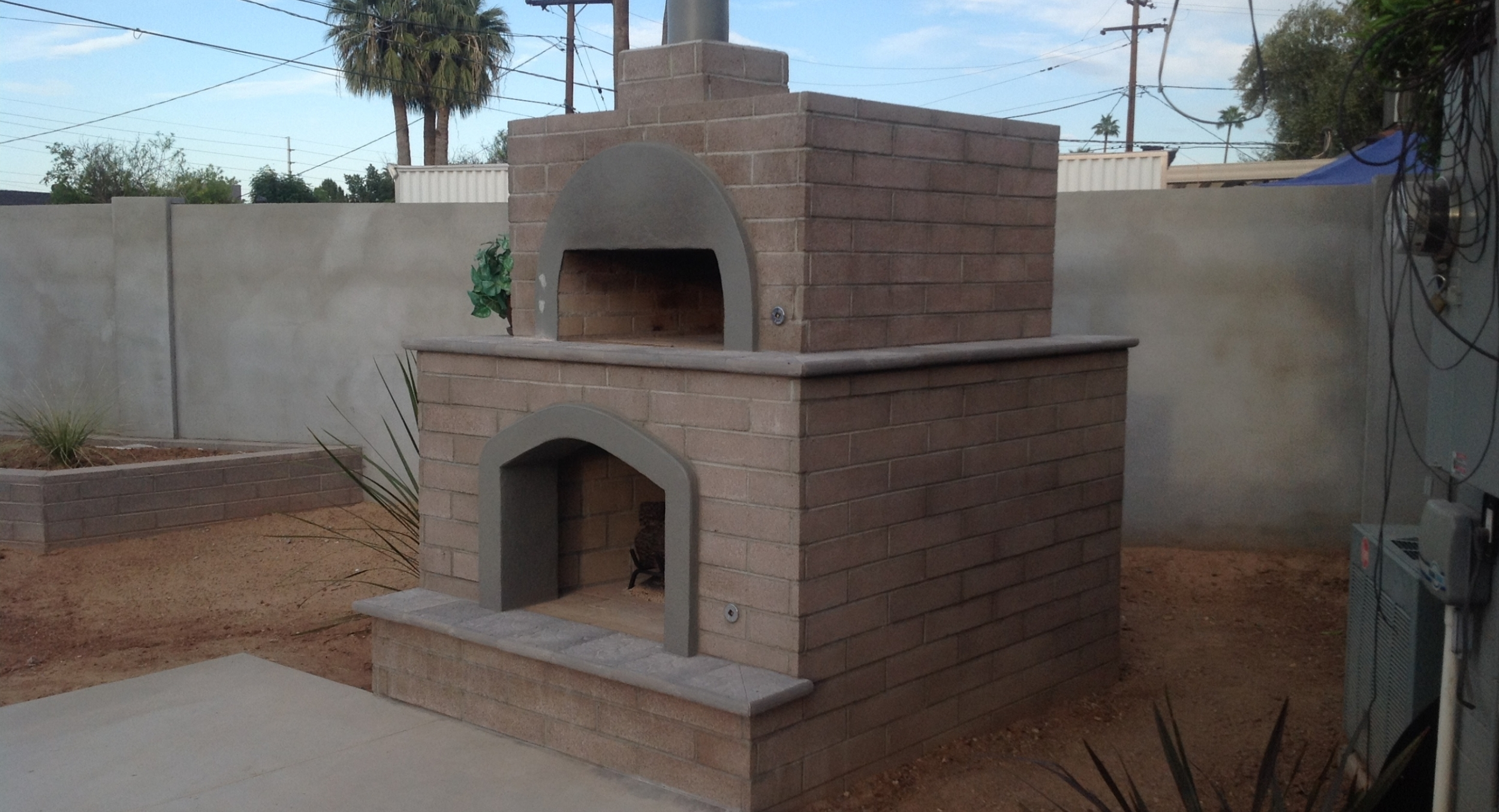 What's the best style for outdoor pizza ovens? Phoenix homeowners selected this muted warm brick for their outdoor fireplace/pizza oven combo.