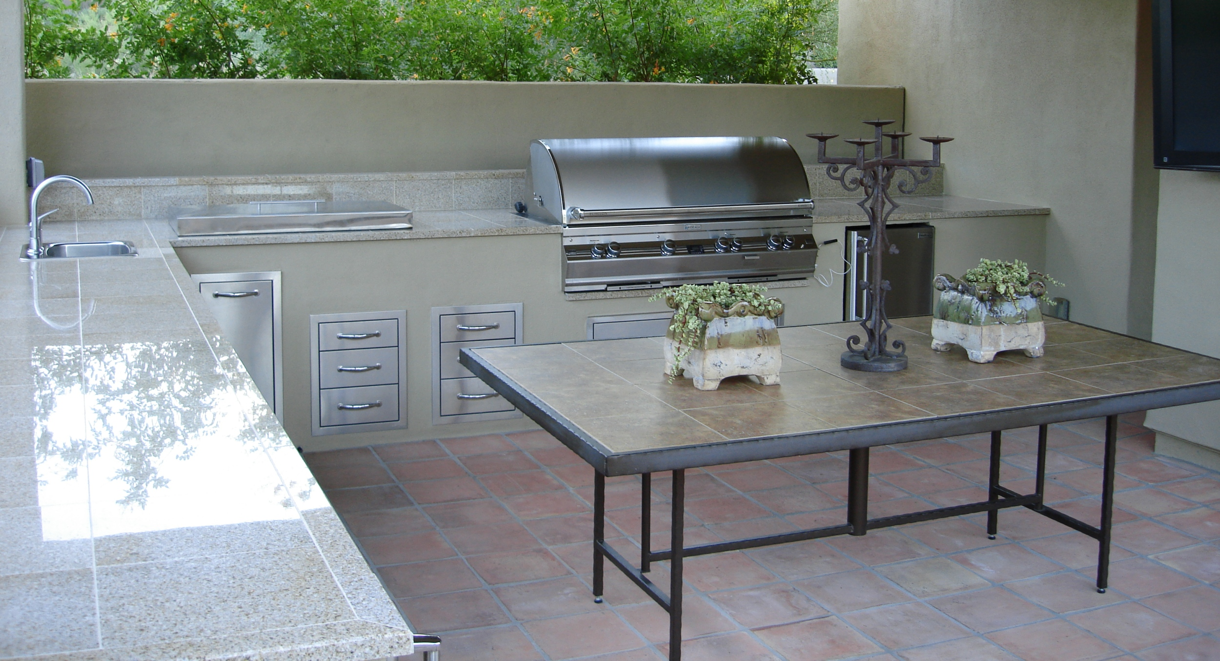 Make the most of your backyard with a complete Scottsdale or Phoenix outdoor kitchen. This one has polished granite counters on a stucco L-shaped layout. Simply gorgeous, and fully-equipped.