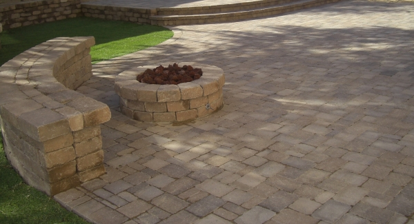You can do a lot of things with pavers in Scottsdale landscaping. Sure, they make great patios, sidewalks, and driveways, but also three dimensional purposes. This project also shows pavers in Scottsdale retaining walls. Scottsdale patio seat wall and fire pit too.